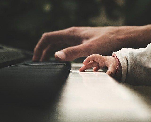 Pourquoi apprendre le piano est-il bénéfique ?