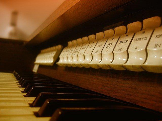 Comment jouer de l'orgue liturgique ?